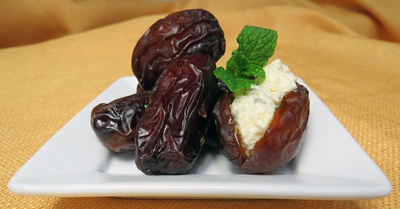Medjool-Dates-Stuffed-with-Cheese-MED