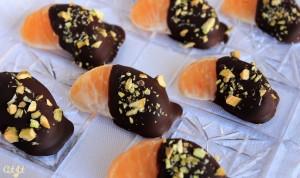 Chocolate Dipped Satsumas with Chopped Pistachios IMG_9117_E_sm