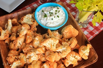 Buffalo-Style Roasted Cauliflower With a Gorgonzola-Chive Dipping Sauce 0835E (1 of 1)_360