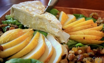 comice-pear-brie-honey-img_1988_e_sm_360