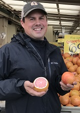 Robbie with grapefruit_160